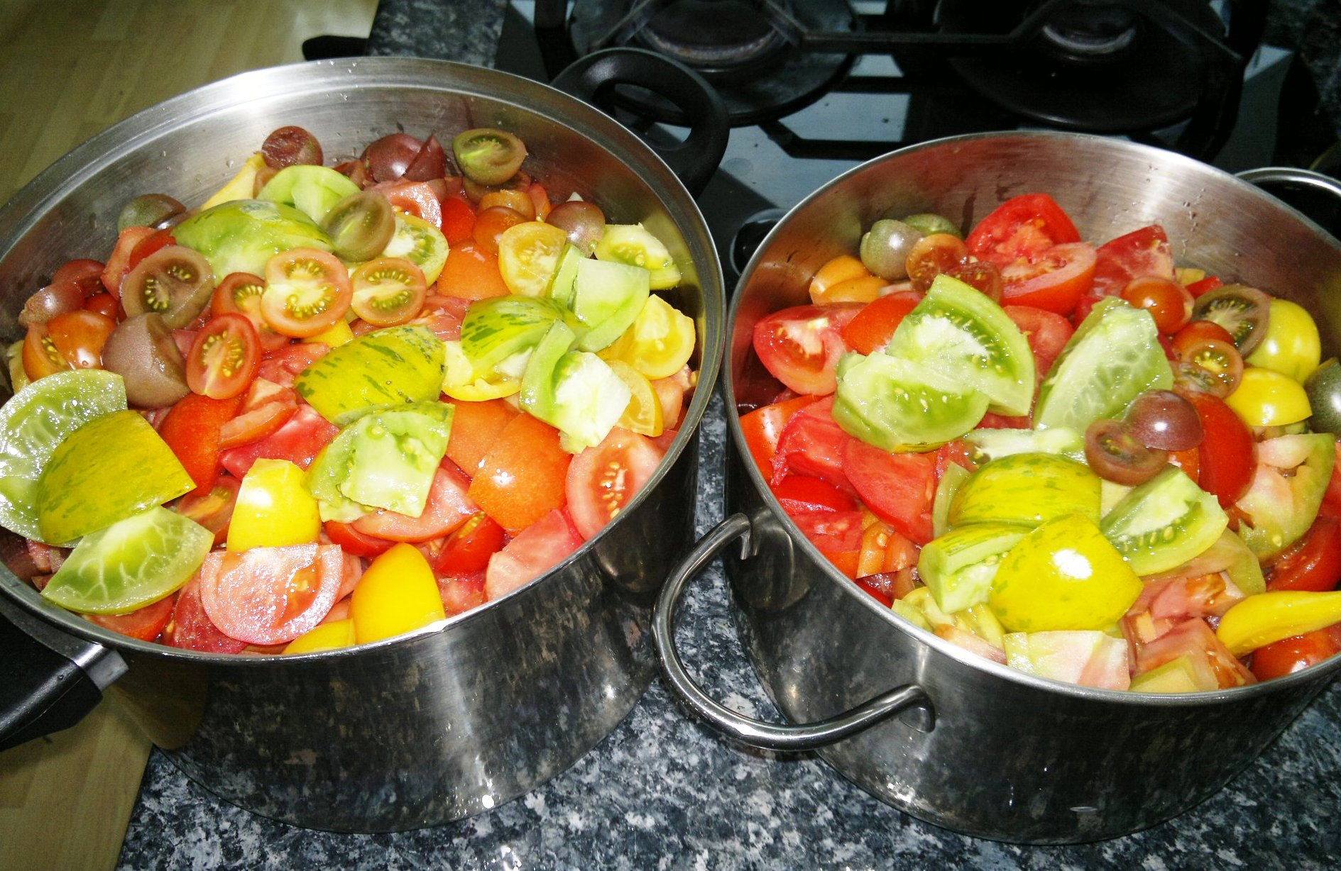 The final production of tomato sauce for winter use